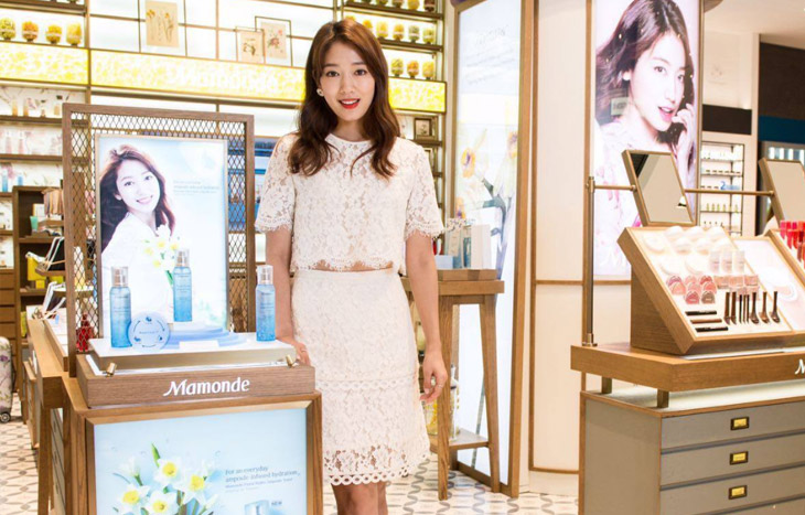 Image of Park Shin Hye at the Mamonde Garden in the city Singapore Launch