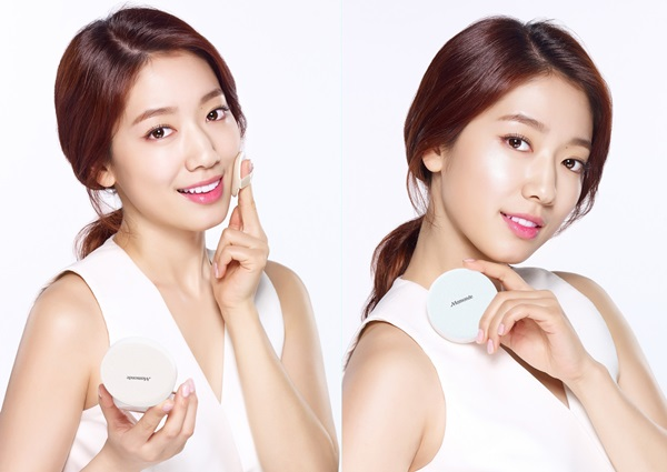 Image of Park Shin Hye using Mamonde Brigtening Cover Powder Cushion